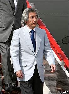 Junichiro Koizumi arrives in St Petersburg