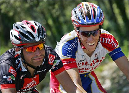 Spanish Oscar Pereiro Sio and Sylvain Chavanel push on in the breakaway group