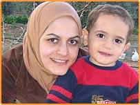 ليلى الحداد مع ابنها