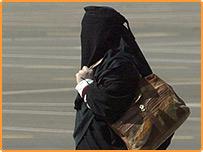 صورة أرشيفية لإمرأة سعودية