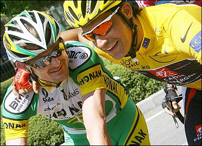 Floyd Landis is hugged by yellow jersey holder Oscar Pereiro
