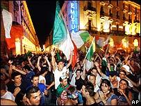 Celebraciones en Turín por la victoria italiana en el Mundial de Alemania.