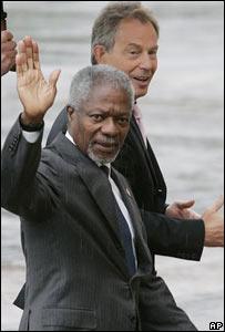 Kofi Annan, secretario general de la ONU y Tony Blair, primer ministro británico