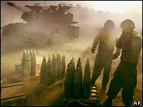 Израильская артиллерия стреляет по Ливану