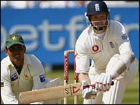 Matthew Hoggard batting in England's second innings
