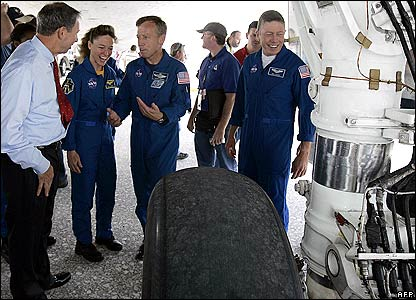 Nasa administrator Michael Griffin (l) talks to the crew as they inspect shuttle's tires