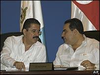 Los presidentes de Honduras, José Manuel Zelaya (izquierda), y El Salvador, Tony Saca