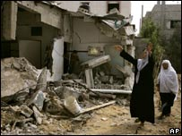 Women survey damage in Beit Hanoun