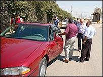 Convoy stops in western Bekaa outside Zahle (Photo by Martin Asser)