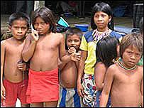 Grupo de indígenas colombianos desplazados