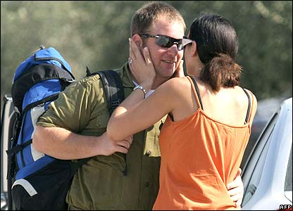 Woman saying goodbye to Israel reservist
