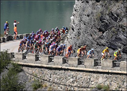 The peloton climbs the Col du Galibier