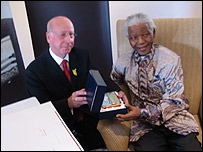 Sir Bobby Charlton and Nelson Mandela