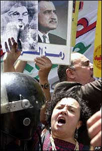 Protesters hold pictures of Nasrallah (l) and Nasser (r) (2006)