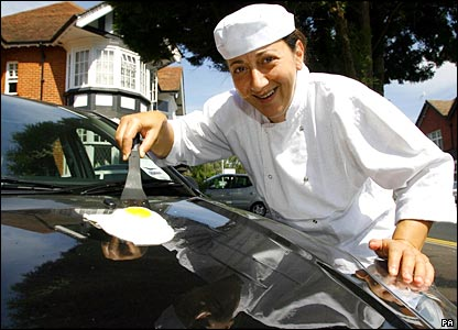 Chef Vered Zaada fries an egg on her car bonnet in Bournemouth