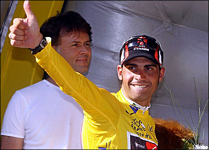 Oscar Pereiro dons the yellow jersey after finishing third on stage 16