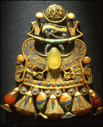 Tutankhamun's Pectoral with desert glass scarab, Egyptian Museum (TV6/BBC)