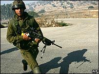 Soldado israelí en frontera con Líbano.