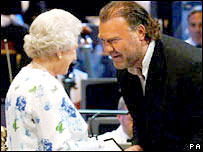 The Queen presents the medal to Bryn Terfel