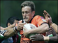 Peter Lupton in action for Cas against Harlequins