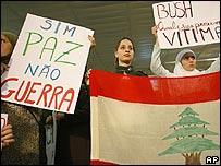 Manifestantes brasileños contra los ataques a Líbano.