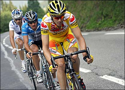 David Millar leads Yaroslav Popovych and Benoit Vaugrenard