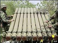 """Боевики """"Хезболлы"""" готовят ракеты к обстрелу Израиля (фотоархив)"""