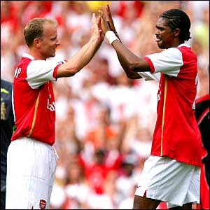 Dennis Bergkamp and Kanu celebrate Arsenal's second