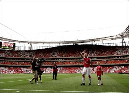 Dennis Bergkamp goes on a lap of honour