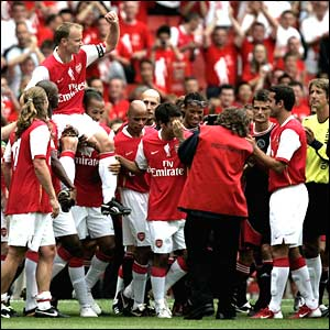 Dennis Bergkamp is chaired on his lap of honour