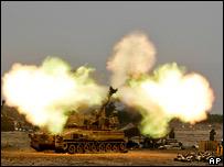 Израильский танк наносит удар по территории Ливана