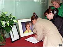 Dando book of condolence