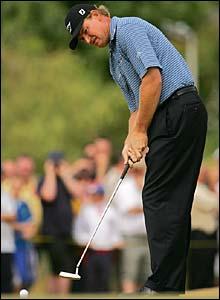 Ernie Els lines up a putt