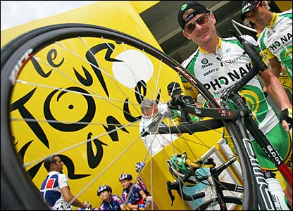 Floyd Landis before the start of stage nine