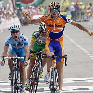 Russian Denis Menchov outsprints Americans Floyd Landis and Levi Leipheimer