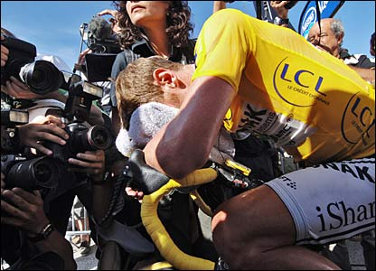 Floyd Landis reacts after a poor finish on stage 16