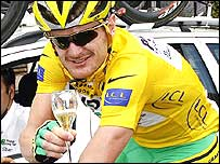 Floyd Landis drinks a glass of champagne on the final stage into Paris
