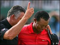 Junto a su caddie, Steve Williams, Woods llor� tras consumar la victoria.