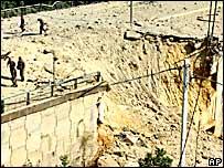 Un puente destruido en Beirut