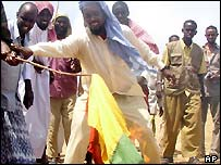 Protesters burning Ethiopian flags