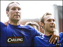 Dado Prso celebrates with Thomas Buffel
