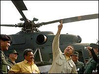 Chávez, frente a un helicóptero militar ruso Mi17
