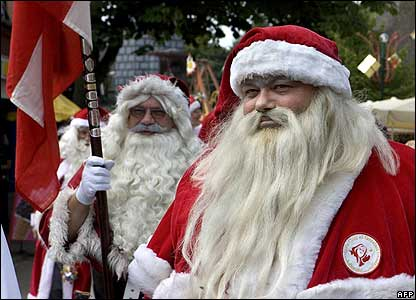 http://newsimg.bbc.co.uk/media/images/41925000/jpg/_41925476_santas_afp416.jpg