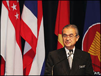 Malaysian Prime Minister Abdullah Ahmad Badawi delivers his opening speech