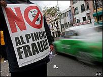 Pancarta denunciando supuesto fraude electoral en México
