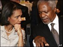 El secretario general de Naciones Unidas, Kofi Annan, y la secretaria de Estado de EE.UU.,  Condoleezza Rice