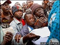 Milita members in Bunia queue at demobilisation centre