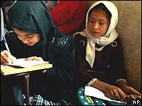 Niñas afganas en escuela.