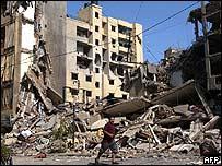 Escombros de edificio en Beirut.