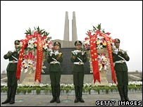 Police lay wreaths at the monument commemorating the Tangshan quake